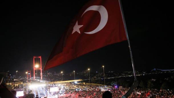 TRT sjell në ekran programe dhe dokumentarë në 4-vjetorin e tentativës për grushtshteti | TRT  Shqip