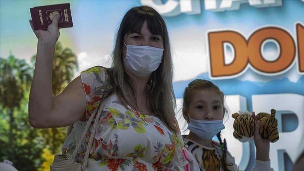 Mbi gjysmë milionë turistë rusë vijnë në Antalia brenda një muaji   TRT  Shqip
