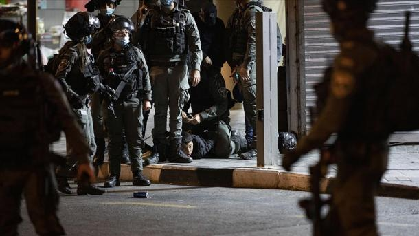 Forcat izraelite ndërhyjnë ndaj palestinezëve në Jerusalemin Lindor pas namazit të teravisë | TRT  Shqip