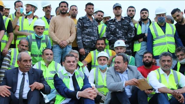 Libi - Kryeministri Dibeybe pjesëmarrës në programin e iftarit me punëtorët turq | TRT  Shqip