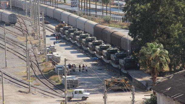 Turqia përforcon njësitë ushtarake në kufirin me Sirinë | TRT  Shqip