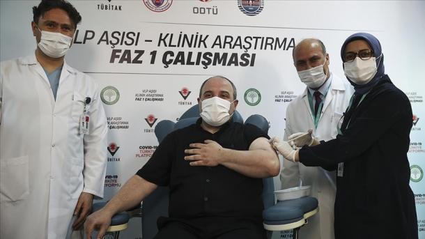 Ministri Varank vullnetar për testimin e vaksinës vendore me grimca të ngjashme me virusin (VLP) | TRT  Shqip
