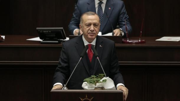 Erdogan: Puçisti Haftar u arratis nga Moska pa firmosur armëpushimin | TRT  Shqip