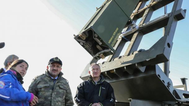 Raketa e parë vendore e mbrojtjes ajrore HISAR kaloi me sukses testimin | TRT  Shqip