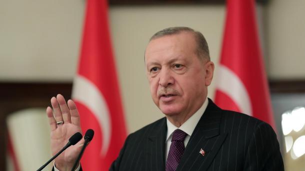 Erdogan: Ne refuzojmë nismat për izolimin e vendit tonë në brigjet e tij përmes hartave maksimaliste | TRT  Shqip