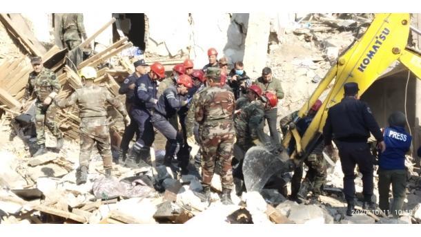 Armenia shkel armëpushimin, sulmon civilët në Ganxha (Ganja) | TRT  Shqip