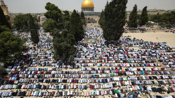 Oko 100.000 muslimana u Al-Aksi klanjalo bajram-namaz
