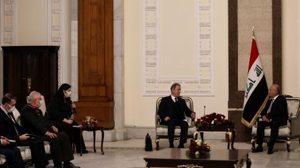 Ministri Akar dhe Presidenti irakian Saleh diskutojnë bashkëpunimin mes Turqisë dhe Irakut | TRT  Shqip
