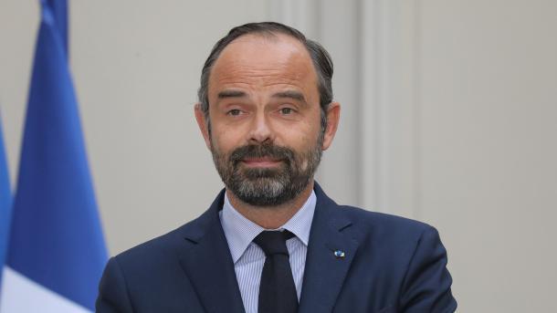 Francë – Kryeministri prononcohet për ndalimin e hyrjes së myslimaneve të mbuluara në pishinë