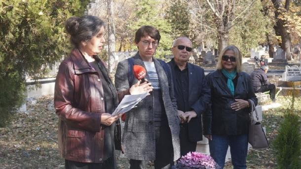 Tatar zıyalıları käberläre yanında iskä alındı   TRT  Tatarça