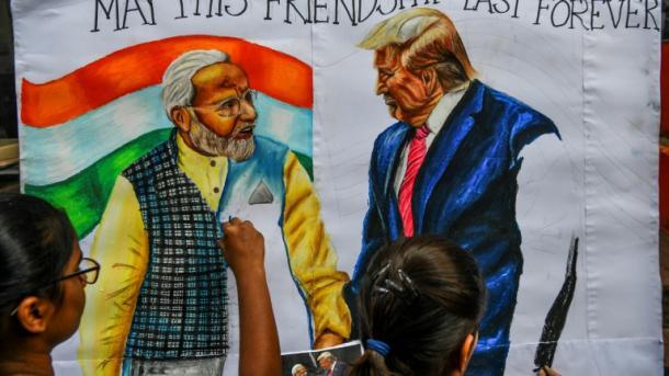 """"""" ٹرمپ کا دورہ بھارت"""" خوب جمے گی جب مل بیٹھیں گے دیوانے دو"""