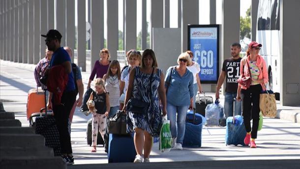 Me miliona turistë rusë dynden drejt Turqisë | TRT  Shqip