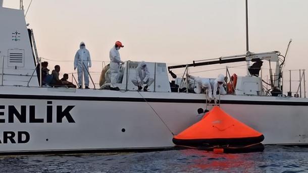 Roja Bregdetare turke shpëton 74 azilkërkues të tjerë në Egje | TRT  Shqip