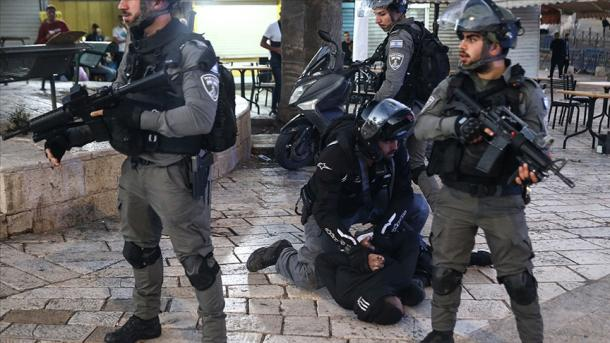 Policia izraelite përsëri sulmoi banorët e lagjes Sheik Jarrah të Jerusalemit të okupuar Lindor | TRT  Shqip