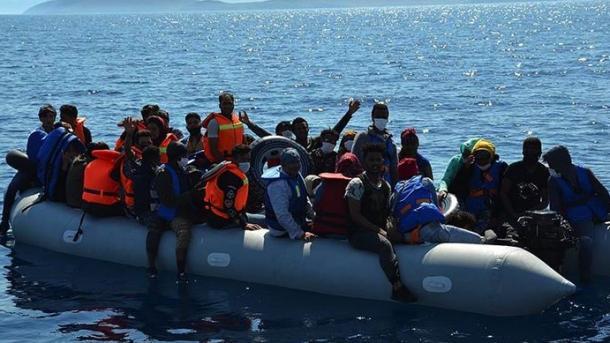Roja Bregdetare turke shpëton në Egje 74 azilkërkues | TRT  Shqip