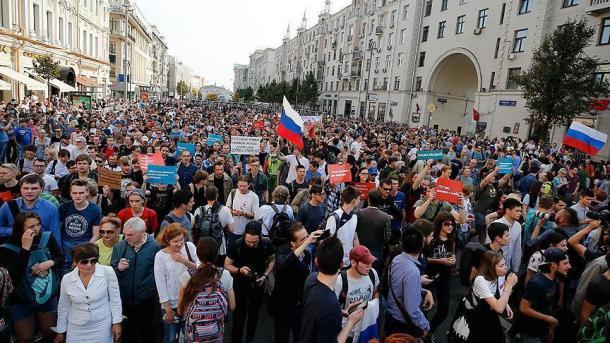 Rusi – Mijëra njerëz mblidhen për protesta për lirimin e disidentit Alexey Navalniy   TRT  Shqip