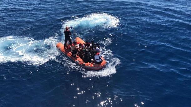 Egje – Shpëtohen 27 azilkërkues të tjerë të prapësuar nga Roja Bregdetare greke | TRT  Shqip