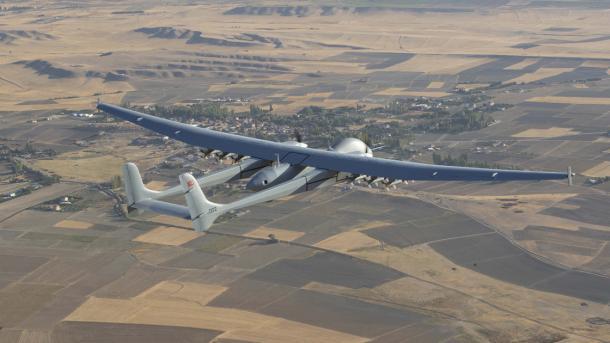 Droni turk «Aksungur» fluturon më shumë se 24 orë me kapacitet të plotë të municioni | TRT  Shqip