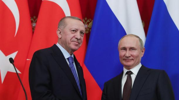 Bisedë telefonike Erdogan-Putin, Rusia dërgon avionë e helikopterë shtesë për shuarjen e zjarreve | TRT  Shqip