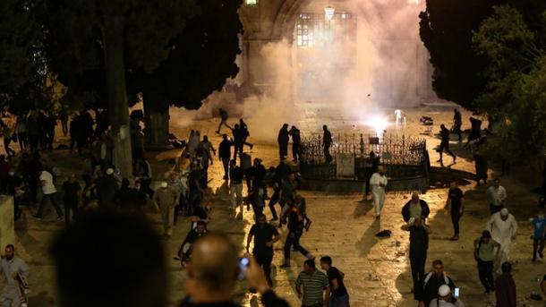 Bota dënon sulmin e forcave izraelite ndaj besimtarëve palestinezë në xhaminë Al-Aksa   TRT  Shqip