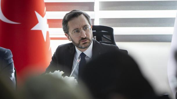 Altun: Turqia krahas luftës me koronavirusin lufton edhe kundër terrorizmit | TRT  Shqip