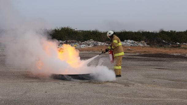 Turqia prodhon nga minerali i borit pluhur për shuarjen e zjarrit | TRT  Shqip
