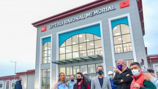 Spitali Rajonal Memorial me financim nga Turqia, një prej veprave më të rëndësishme të infrastruktur | TRT  Shqip