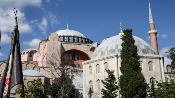 Erdogan: Porta e Shën-Sofisë do të jetë e hapur për të gjithë, myslimanë-jomyslimanë   TRT  Shqip