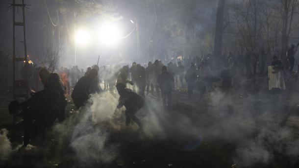 HWR mbështet Turqinë dhe deshifron dhunën e Greqisë ndaj refugjatëve | TRT  Shqip