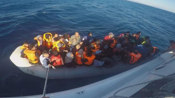 Izmir – Shpëtohen 28 azilkërkues të prapësuar në ujërat turke | TRT  Shqip