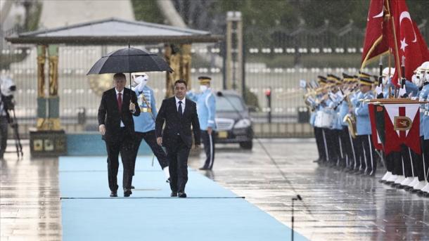Erdogan pret me ceremoni zyrtare Presidentin e Kirgizisë, Sadir Caparov | TRT  Shqip