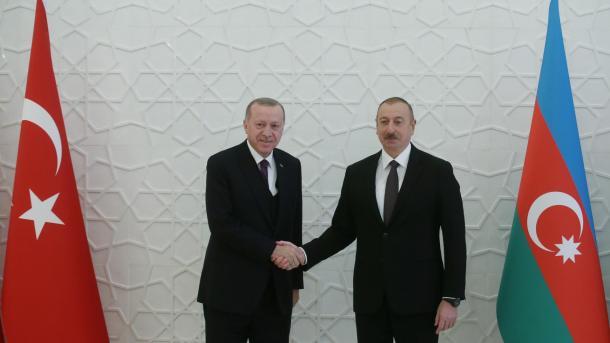Erdogan dhe Aliyev theksojnë besimin në vazhdimin e forcimit të marrëdhënieve mes dy vendeve   TRT  Shqip