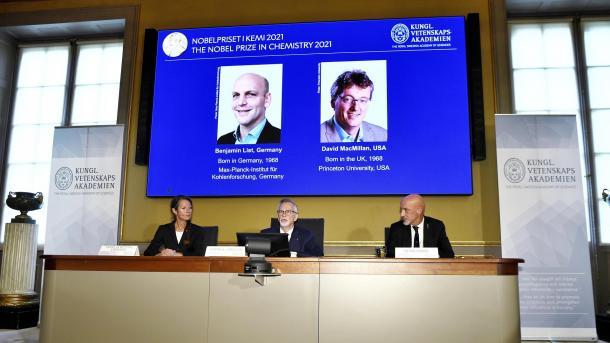 Benjamin List dhe David W. C. MacMillan shpallen fitues të Çmimit Nobel në Kimi për vitin 2021 | TRT  Shqip