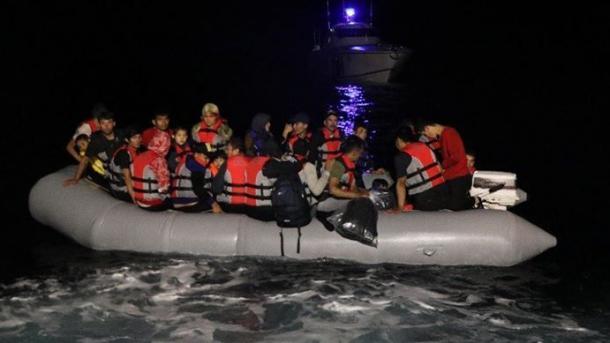 Turqi - Roja Bregdetare shpëton 39 azilkërkues në detin Egje   TRT  Shqip