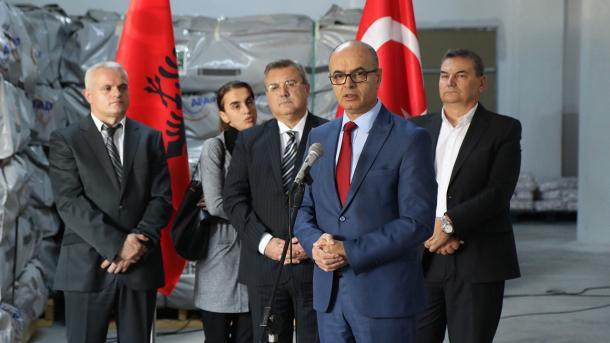 Me udhëzim të Presidentit Erdoğan, institucionet turke ndihmojnë Shqipërinë pas tërmetit | TRT  Shqip