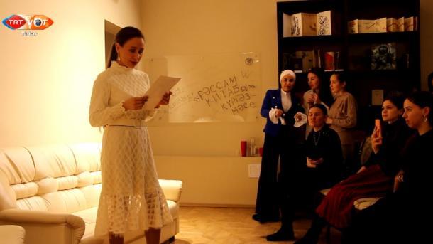 Tatar mädäniyäten söyüçe yäş'lärdän sänğat' uyını | TRT  Tatarça