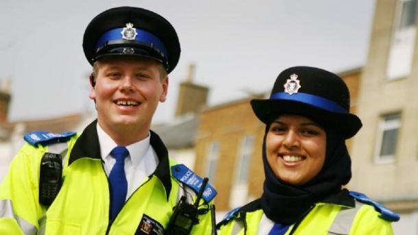 U Škotskoj marama prihvaćena kao sastavni dio policijske službene uniforme