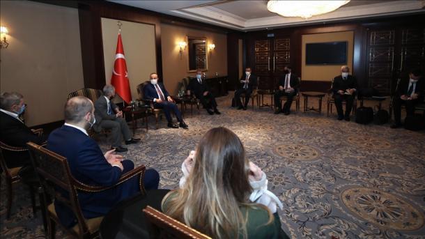 Çavusoglu dhe Akar u takuan në Kiev me përfaqësuesit e tartarëve të Krimesë   TRT  Shqip