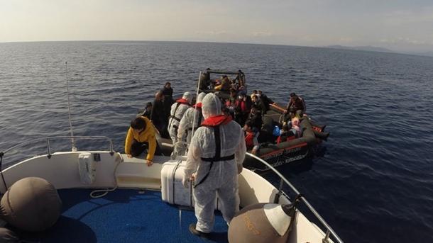 Ekipet e Rojës Bregdetare Turke shpëtuan 113 azilkërkues në afërsi të Izmirit dhe Çanakalasë | TRT  Shqip