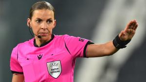 Stephanie Frappart, la prima donna ad arbitrare in Champions League