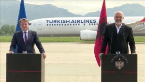 "Sorpresa ""Turkish Airlines"" alla conferenza stampa Varhelyi-Rama"