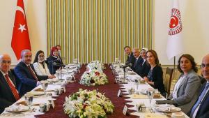 【アフガニスタン】 両者譲らず、2人の「大統領」が宣誓