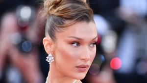 Bella Hadid in un post sui social media ha criticato la violenza dell'Israele