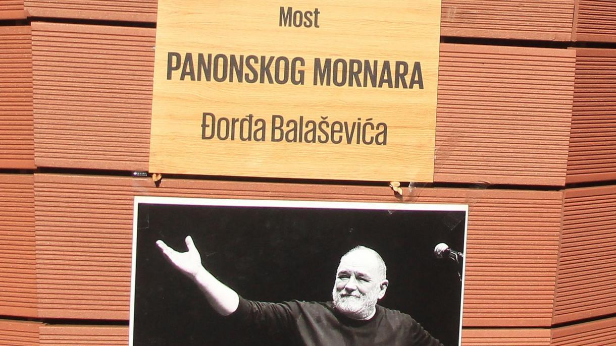 "U Tuzli građani otkrili ploču s natpisom ""Most Panonskog mornara - Đorđe  Balašević"""