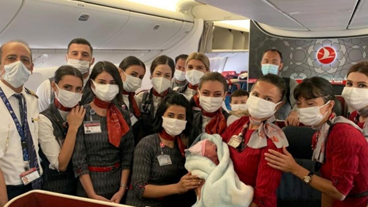 Afganistanka se porodila pri evakuaciji tokom leta Turkish Airlinesa