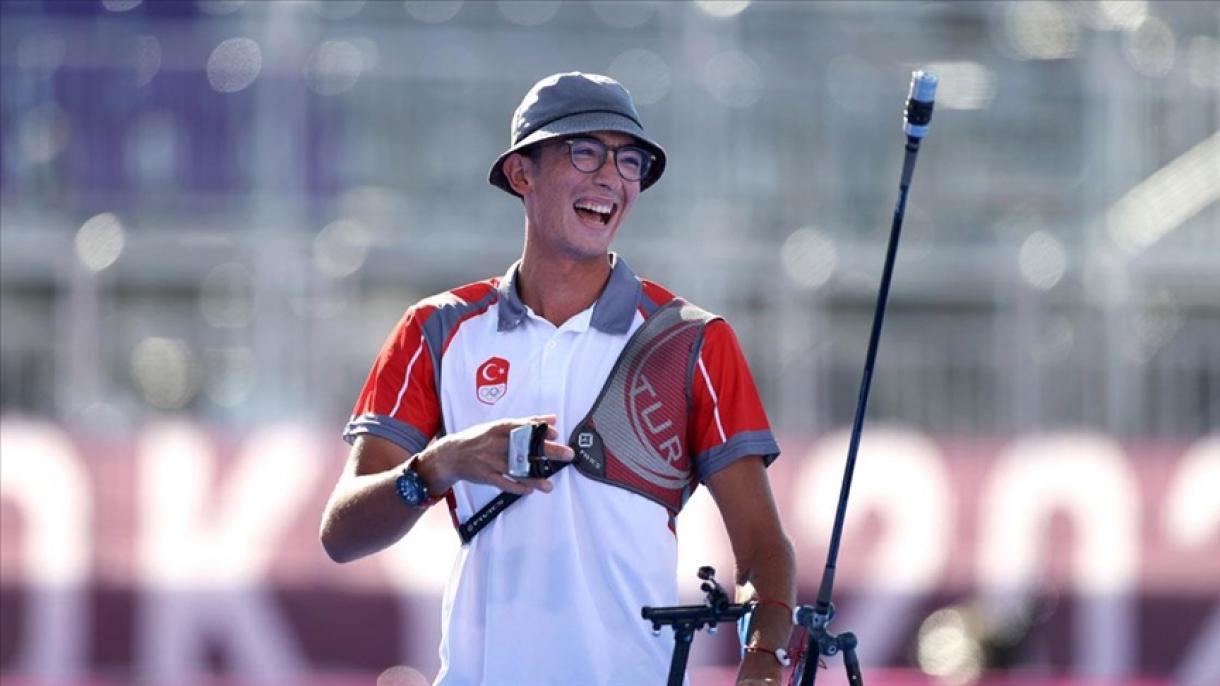 JO Tokyo 2020 : le Turc Mete Gazoz remporte une médaille d'or historique au tir à l'arc