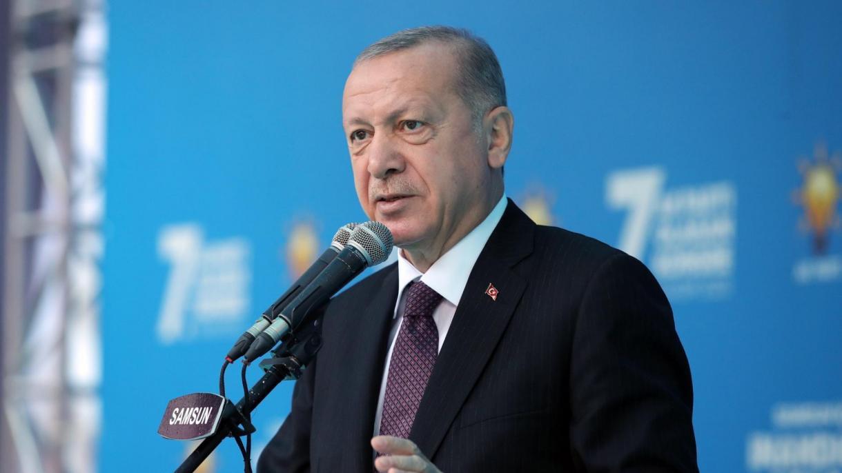 Erdogan: Iako je prošlo četvrt stoljeća, i dalje u srcu osjećamo bol ubijene 8.372 braće i sestara