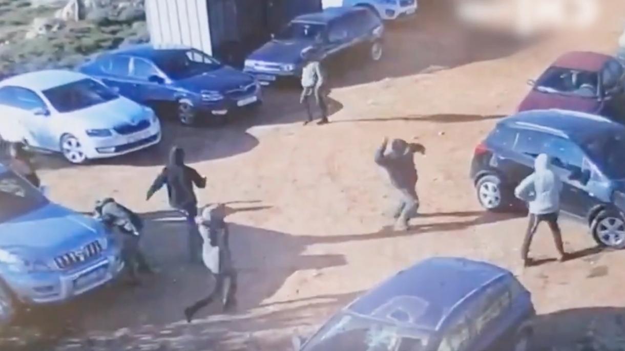 Jevrejski doseljenici izvršili napad na parkirana vozila Palestinaca