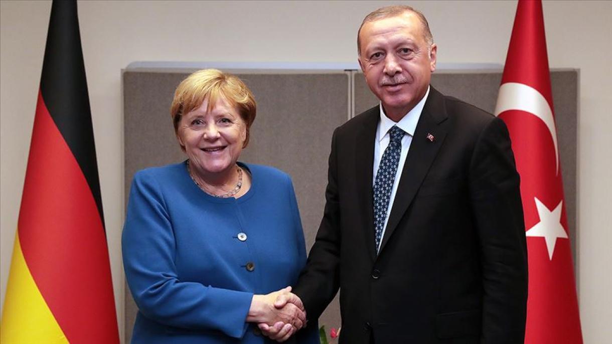 エルドアン大統領がメルケル独首相と電話会談