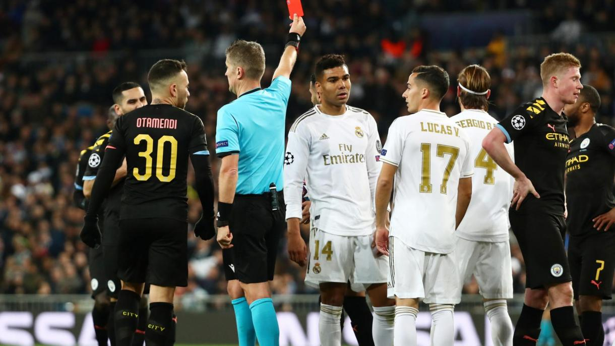Sergio Ramos is shown a red card by referee Daniele Orsato.JPG